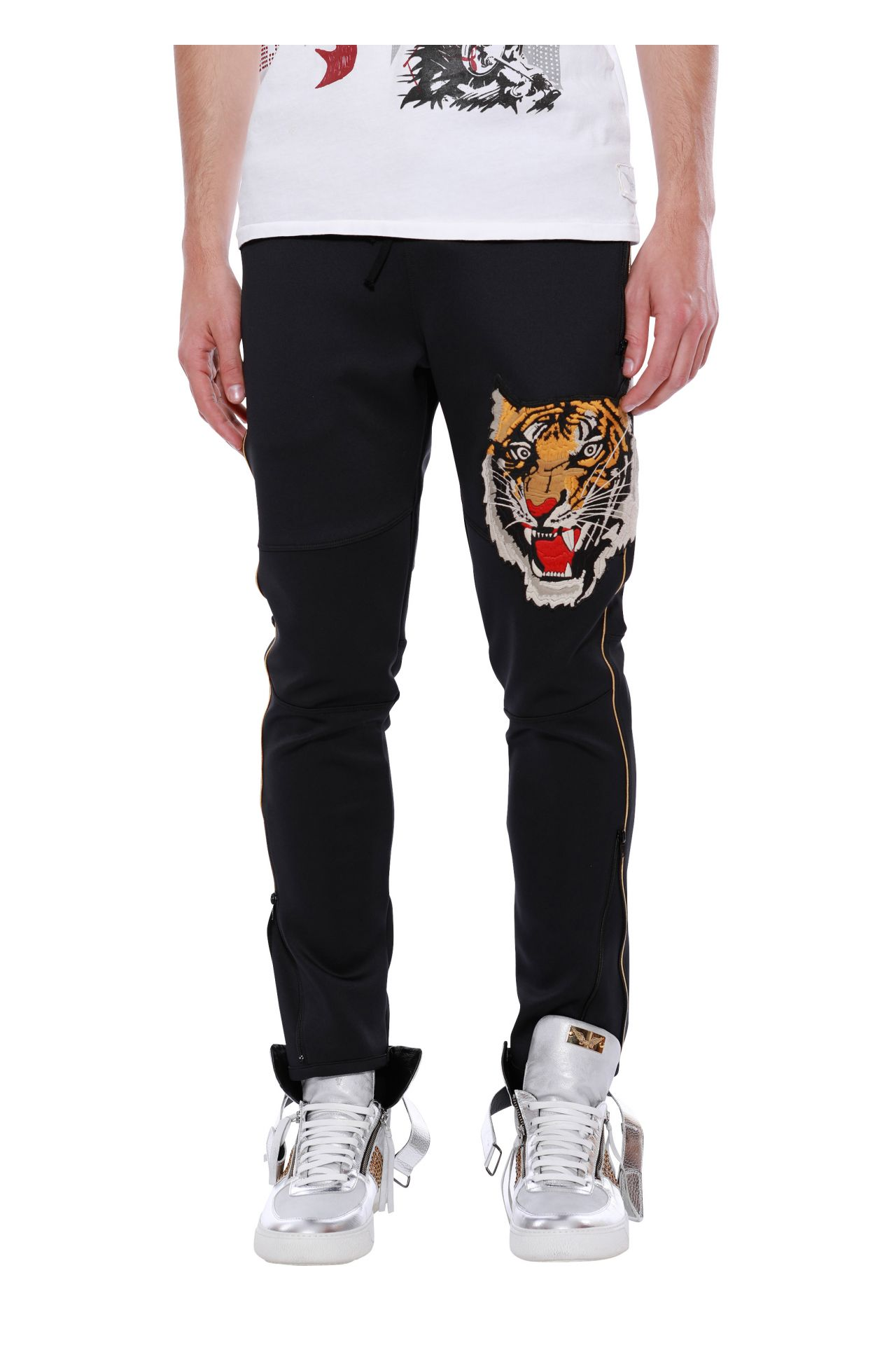 JOGGER IN BLACK WITH TIGER PATCH