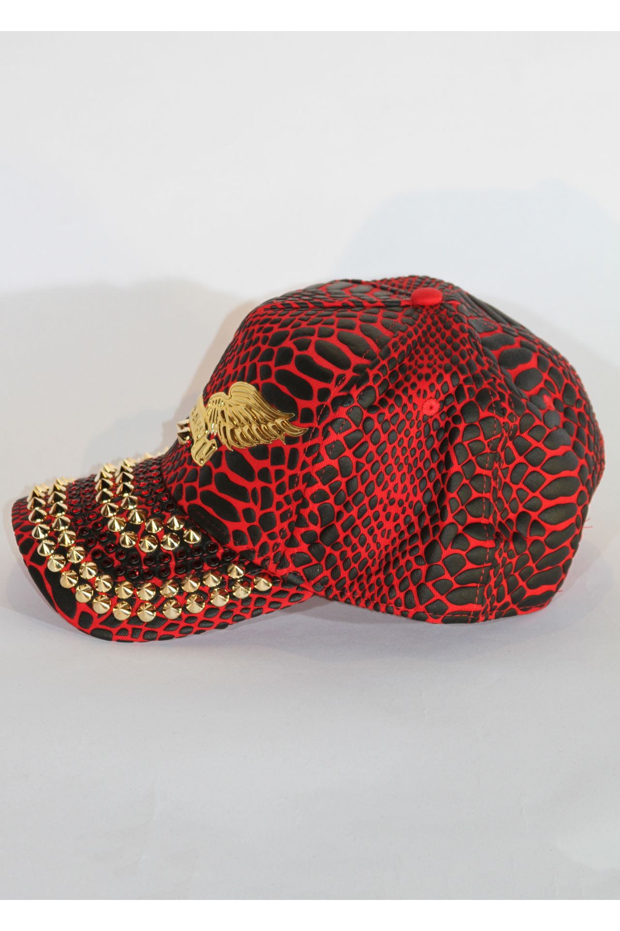 CRACKLE HAT IN RED BLACK WITH RED SW STUDS