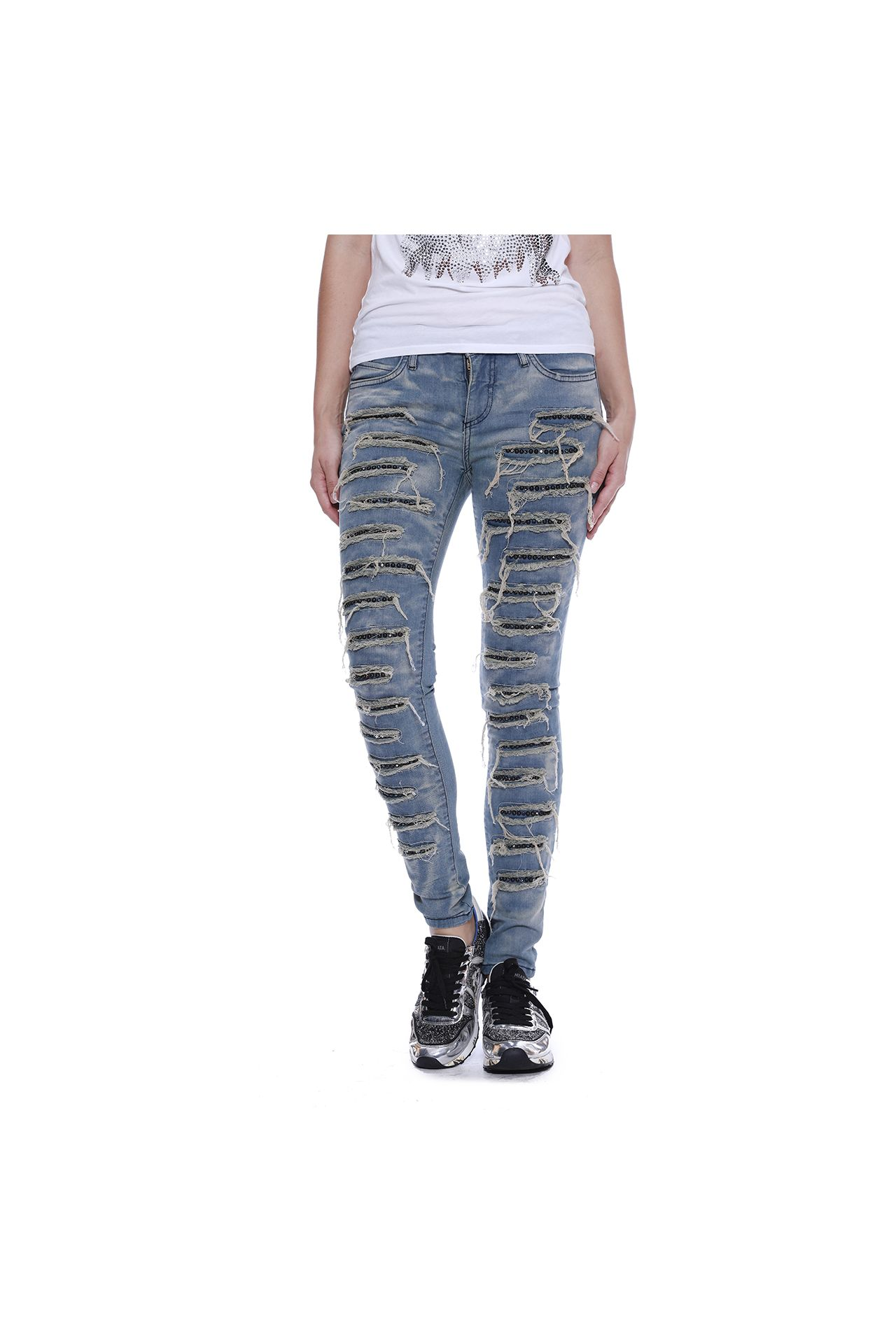 SKINNY JEANS IN BOSTON W/ MONTANA & BLACK DIAMOND STUDS